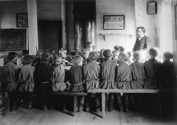 Приезд учительницы в деревню: что на самом деле изображено на картине