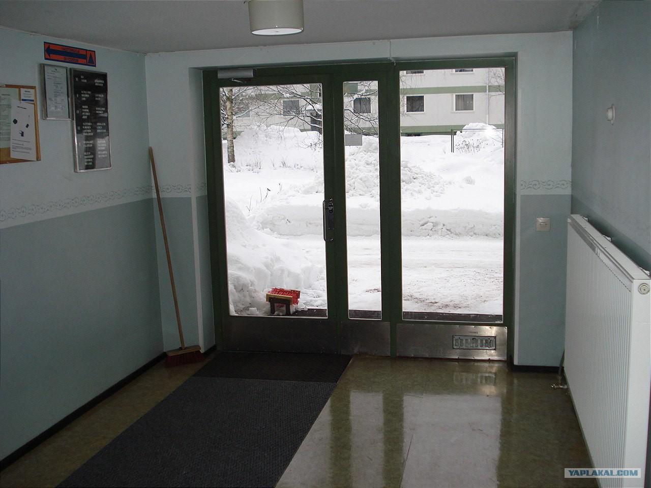 входные двери в подъезды жилых домов