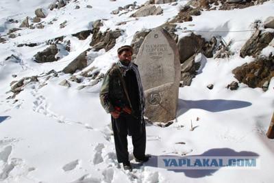 Афганцы почитают и охраняют памятник советскому