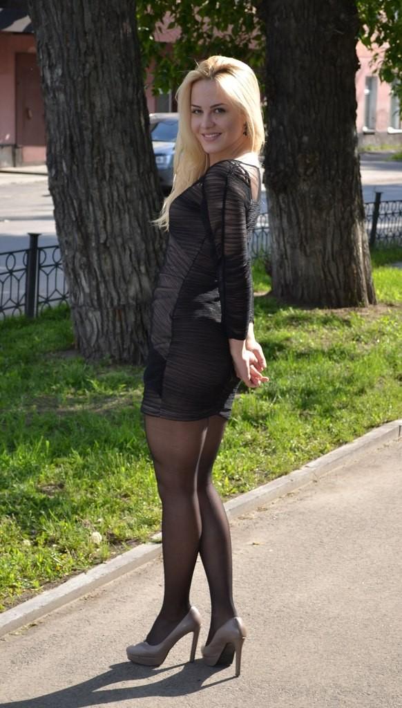 частное фото девушек в чулках в мини юбках