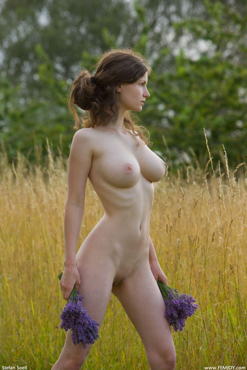 Фото пизду девушка на природа 19 фотография