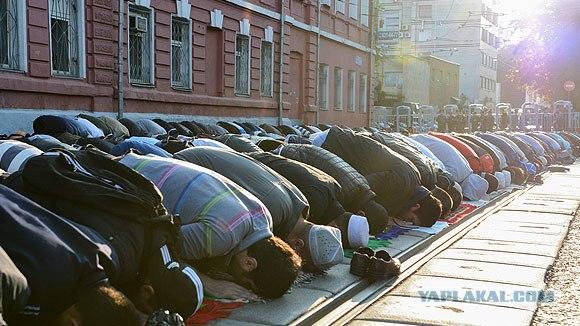 Мусульмане предложили построить по мечети в каждом