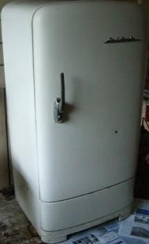 Куплю старый холодильник Зил или Бонбасс или как там они еще называются.