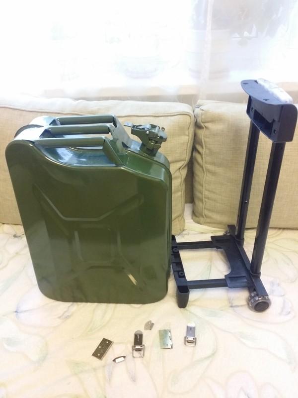 Как сделать чемодан из канистры