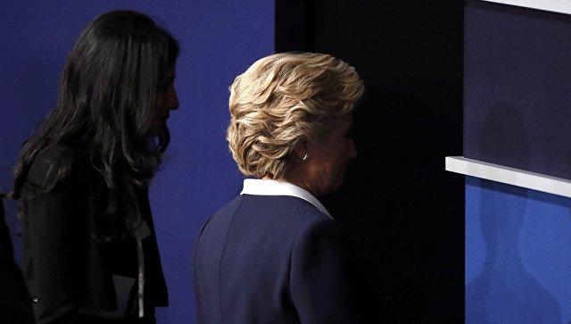 Муха на брови Хиллари Клинтон во время теледебатов стала звездой соцсетей