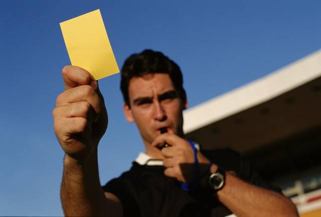 Желтая карточка в футболе