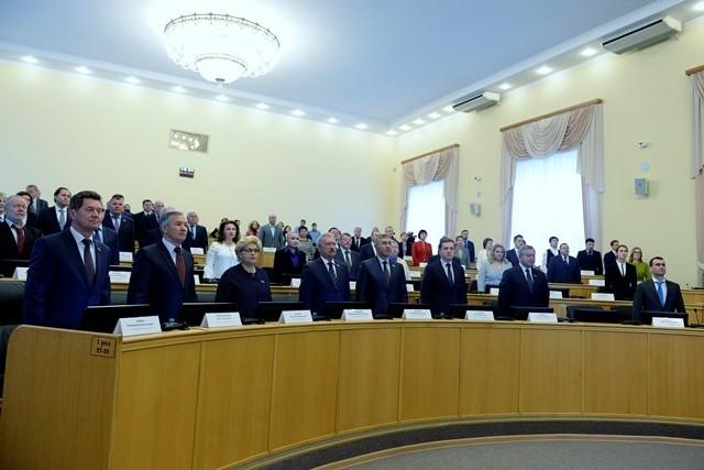 Спикер тюменской думы объяснил зарплату депутатов в 300 тысяч их уникальностью