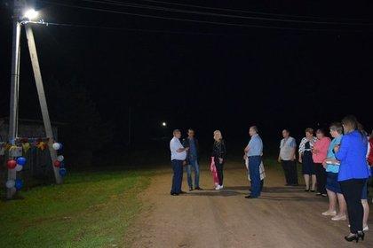 Чиновник обматерил жителей вовремя торжественного открытия фонаря