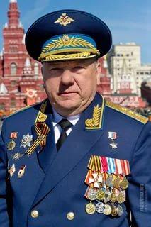 Экс-командующий ВДВ призвал Киркорова извиниться за видео о десантниках