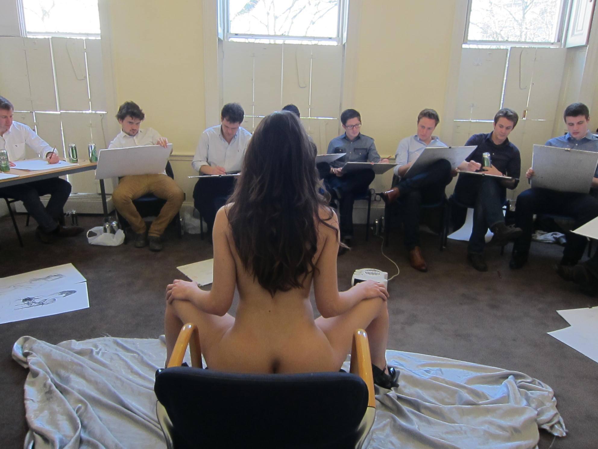 Уроки по изучению женских и мужских гениталий студентами с наглядным пособием фото 23 фотография