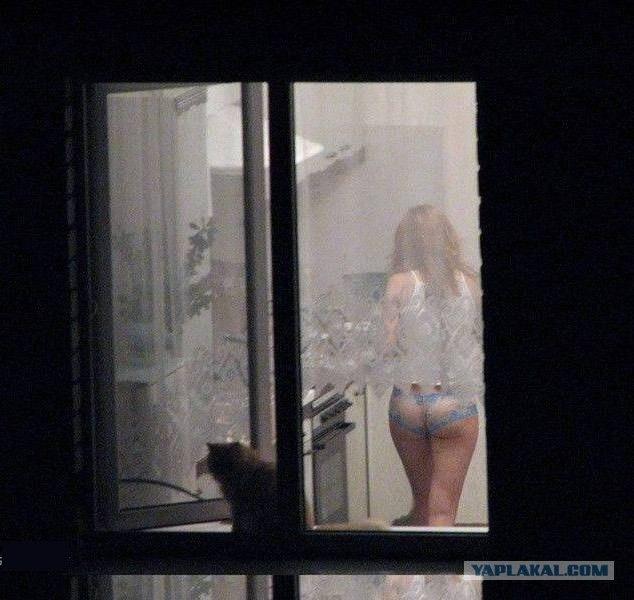 подсмотренное за окном женщины русское