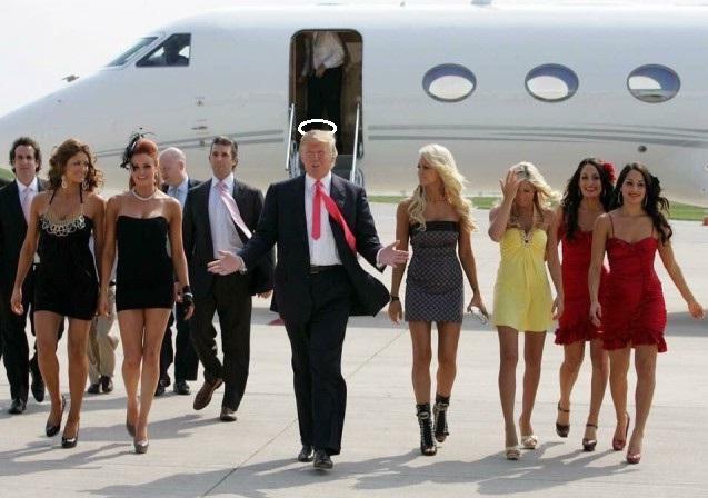 Трамп с новой администрацией прибыл в Вашингтон