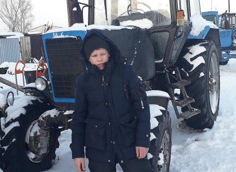 В Челябинской области 14-летний подросток завел трактор и спас родную деревню от лесного пожара