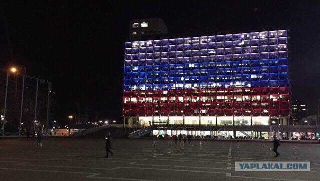 Мэрию Тель-Авива окрасили в цвета флага России после трагедии в Кемерово