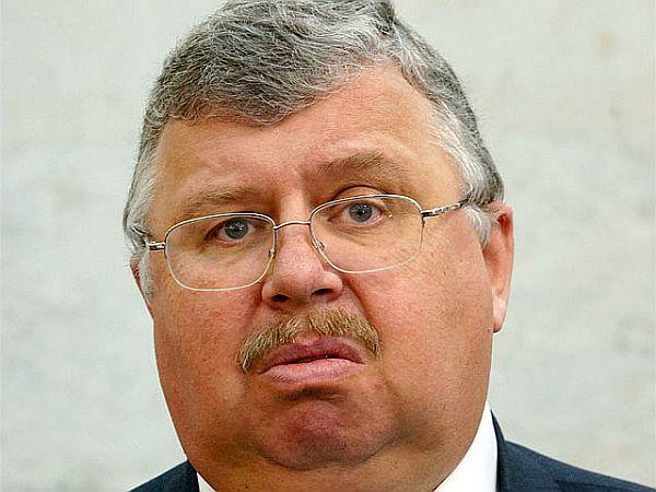 В новой Москве ограбили дом бывшего главы таможенной службы Бельянинова. Вынесли деньги в разной валюте и редкие монеты