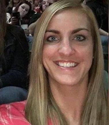Учительница дарила детям iPhone и показывала, как делает мужу минет