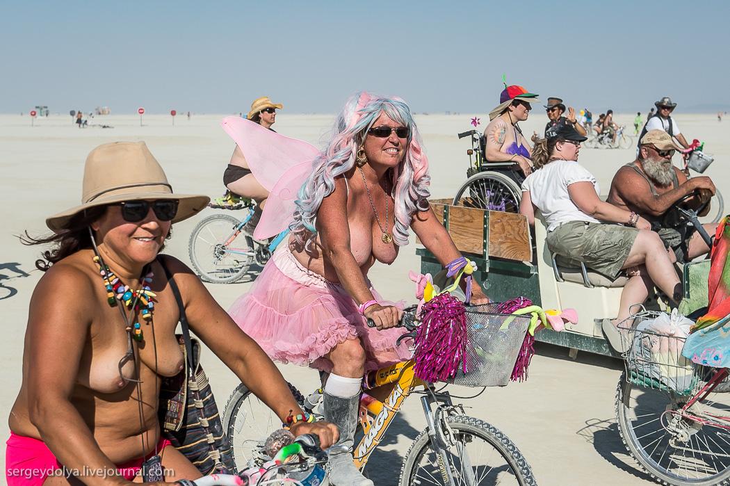 Фестиваль голых сисек фото