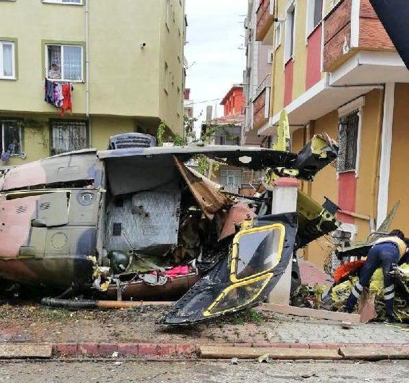 Военный вертолет рухнул в жилом квартале Стамбула