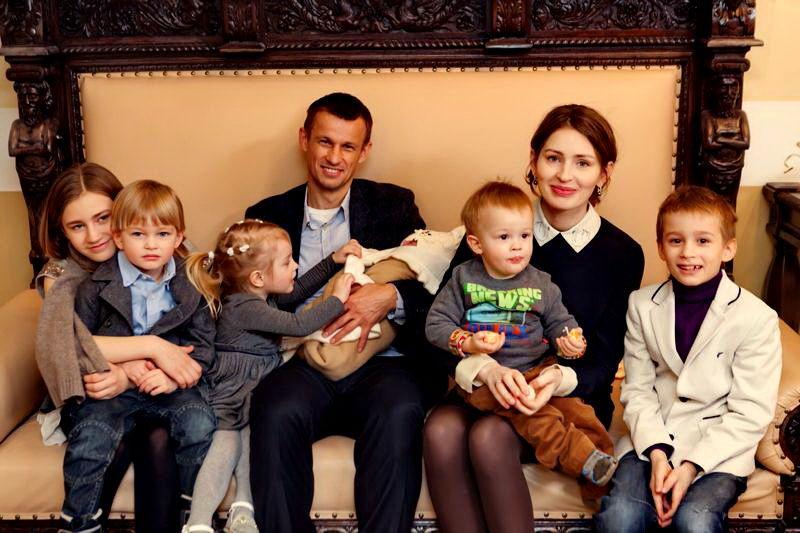 сергей семак с семьей фото