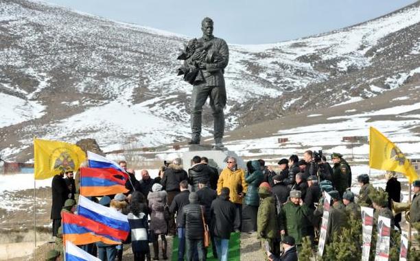 Памятник советским воинам открыли в Армении