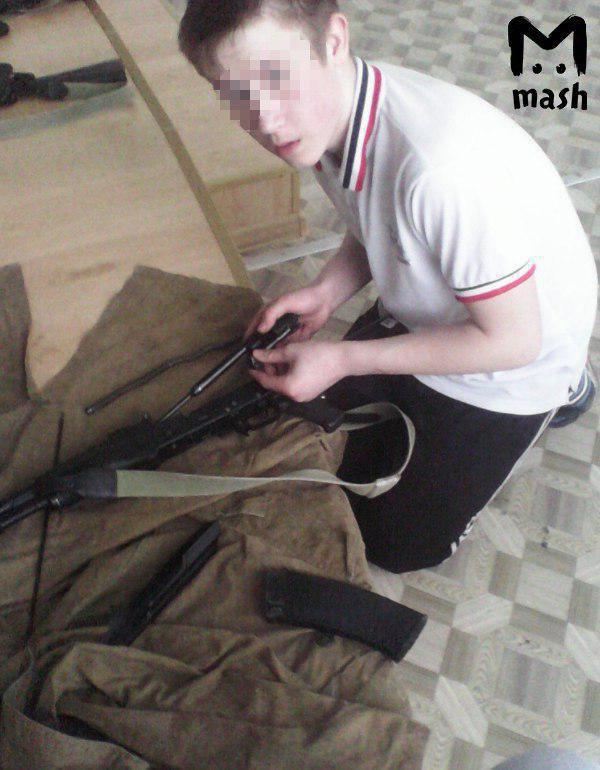 В метро в Москве задержали парня с оружием и взрывчаткой в рюкзаке