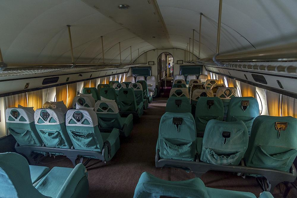 Гигант Ту-114 и кроха Як-40 в
