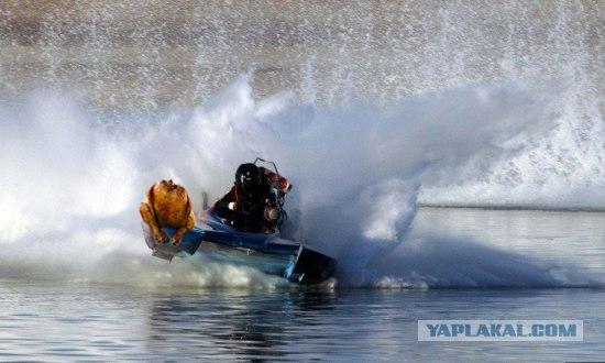Взрыв на водных гонках