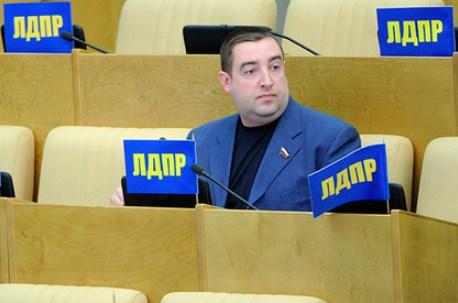 Водителя автобуса заставили ответить за проехавшего на красный депутата ЛДПР