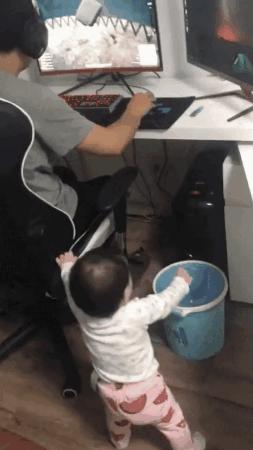 Ребенок прервал онлайн-игру. Реакция отца бесценна