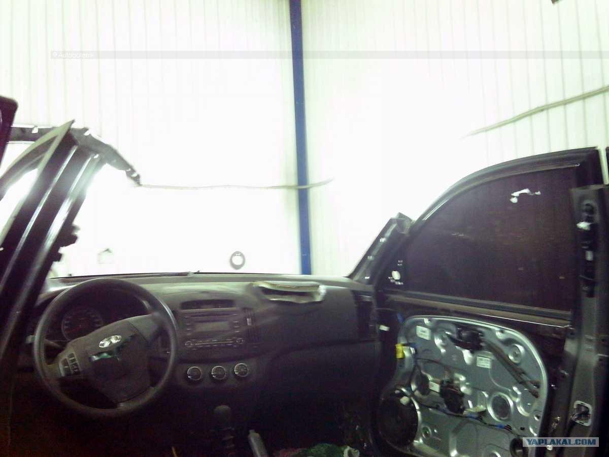 После аварии корейский автомобиль Hyundai Elantra превратился в кучу