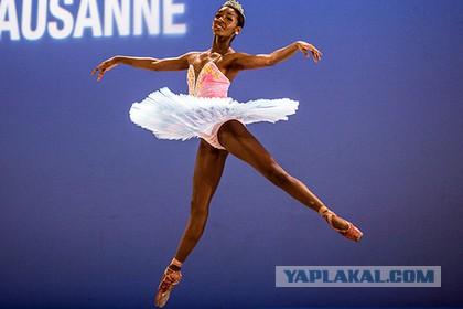 Чернокожая балерина отказалась носить белые колготки