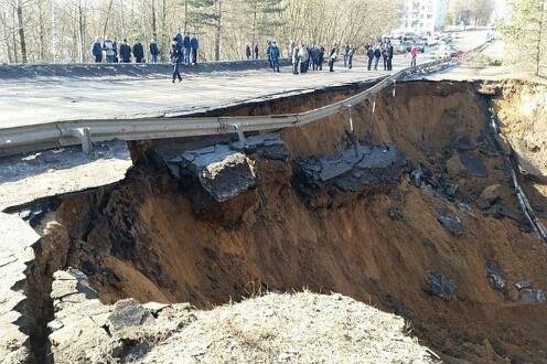 Не дождавшись помощи от властей, добровольцы построили дорогу во Ржеве и получили за это штраф от чиновников