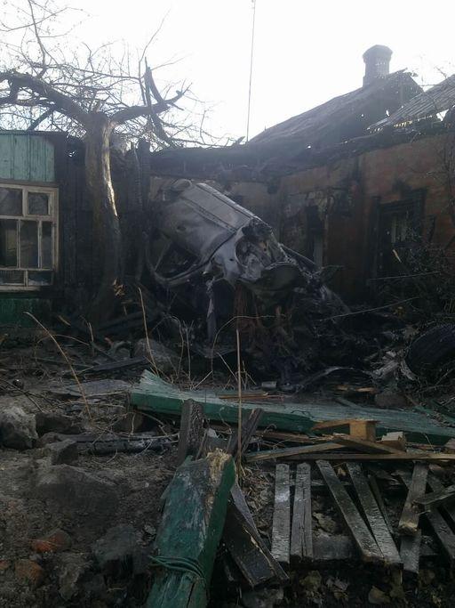 Видит, стоит дом. Сел в него и сгорел