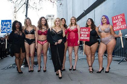 Толстые женщины в белье ворвались на показ и потребовали признания