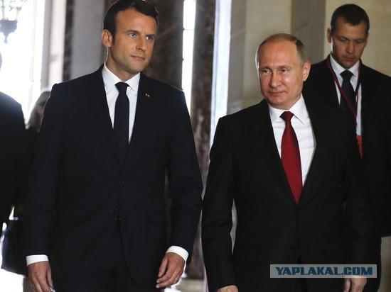 """Опьяневший от вина Макрон назвал себя """"ровней"""" Путину"""