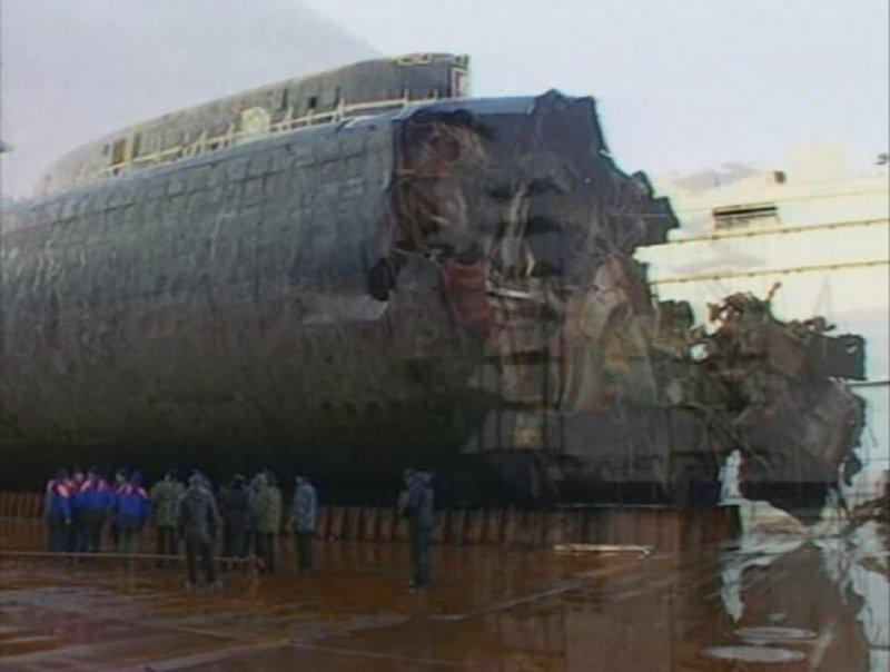 поднятая подводная лодка фото погибших