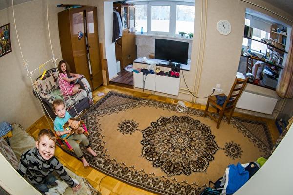 Многодетной семье из Екатеринбурга разрешили построить дом высотой в ноль этажей