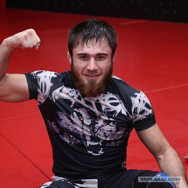 Мерседес, который въехал в Ниву, возможно, принадлежит чеченскому бойцу ММА