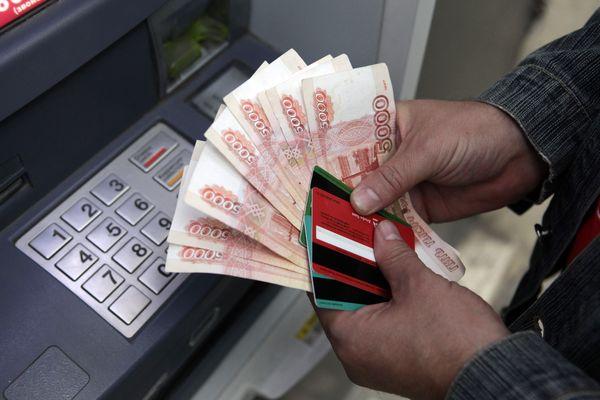 Пермячка случайно сняла в банкомате чужие четыре миллиона рублей