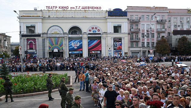 На прощание с Захарченко в Донецке пришли более 120 тысяч человек