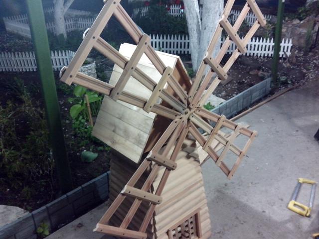 Как сделать в декоративной мельнице крышу