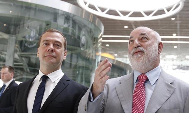 Вексельберг пожаловался Медведеву на санкции США: «Ренове» нужны 800 млн долларов на выплату кредитов