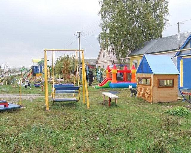 Власти Шигон (Самарская область) заставляют местного жителя снести построенную им детскую площадку и грозят штрафом