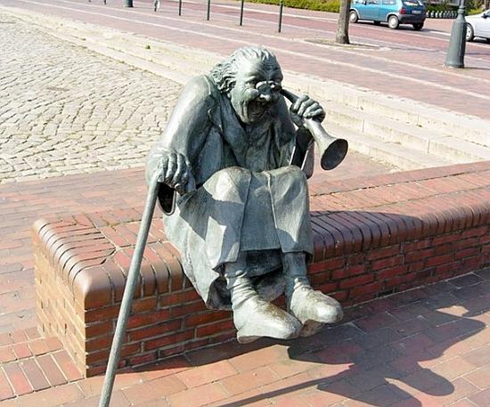 20 статуй, глядя на которые ты точно усомнишься в адекватности их творцов.