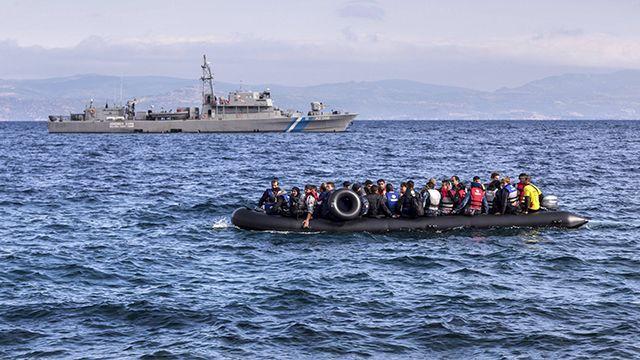 лодки у берегов греции