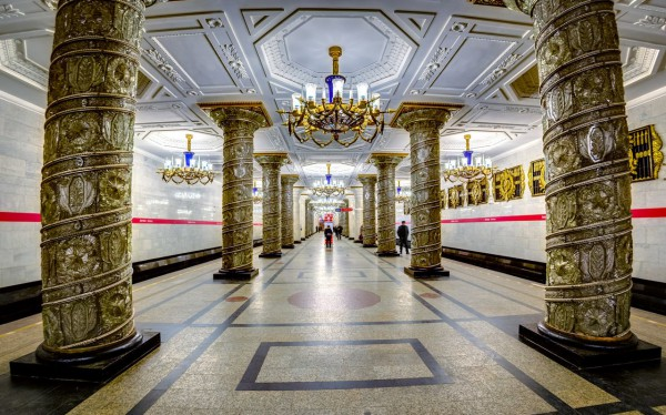 Дагестанца ранили ножом в петербургском метро