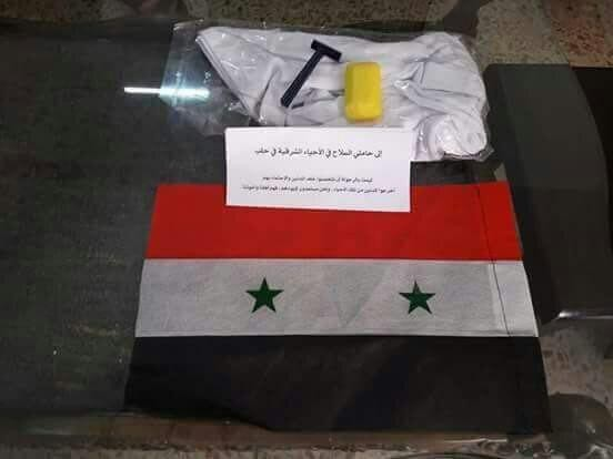 Власти Сирии сбрасывают флаги и одноразовые бритвы для боевиков в Алеппо