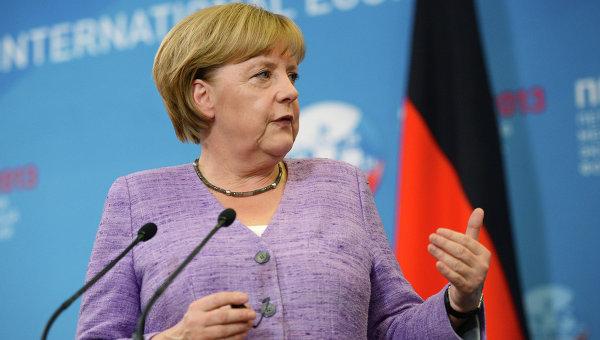 Депутат ЕП оскорбил Меркель в ответ на ее критику