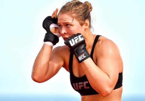 Бывший боец UFC предложил выйти на ринг девушке