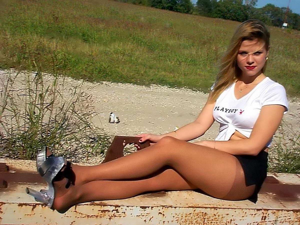 Фото развратных девушек в коротких юбках и колготках, В юбках - девушки в юбках без трусов - женщины 5 фотография